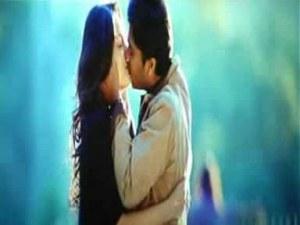 trisha kiss த்ரிஷா முத்தம்
